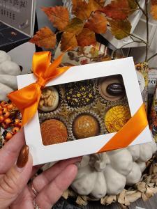 Chokladask 6 praliner, orange band - Pralinhuset
