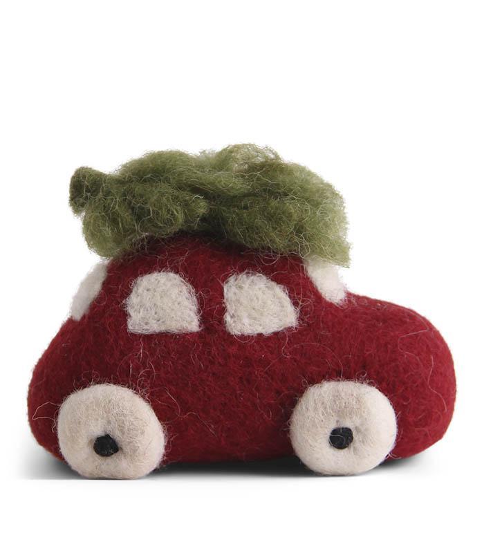 Tovad röd bil med julgran på taket - En Gry & Sif
