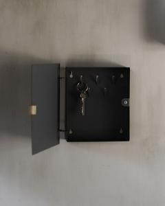 Folkabo, Kvadratiskt Stilrent Nyckelskåp i Svart Metall - Storefactory