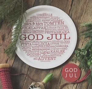 Bricka: GOD JUL (vit med julinspirerande ord) - Mellow Design (rund)