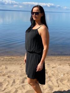 Klänning med smala axelband, Svart - Mix by Heart