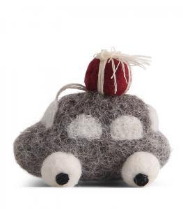 Tovad liten grå bil med julklapp på taket - En Gry & Sif