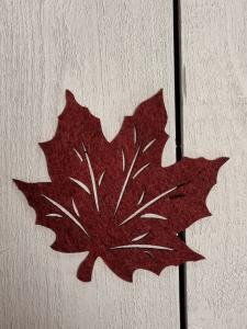 Löv i filtad känsla, Vinrött - 12,5 cm