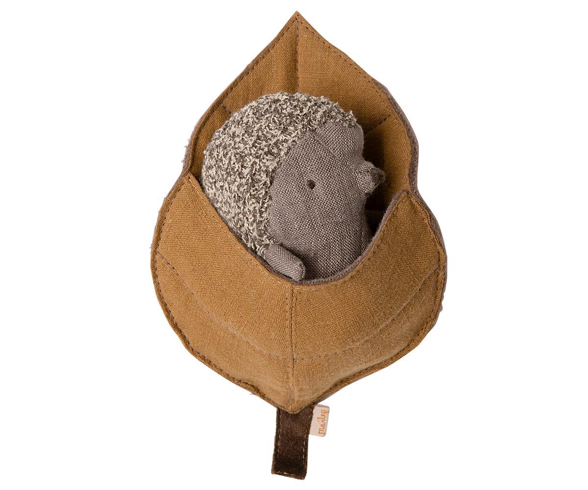 BABY HEDGEHOG IN LEAF (Maileg)