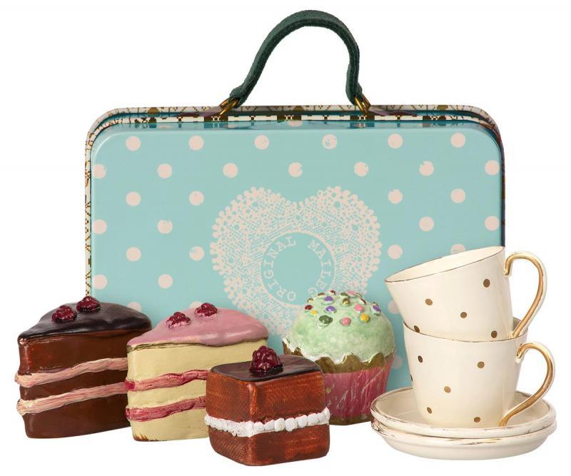 Maileg, Resväska med kakor och koppar/fat