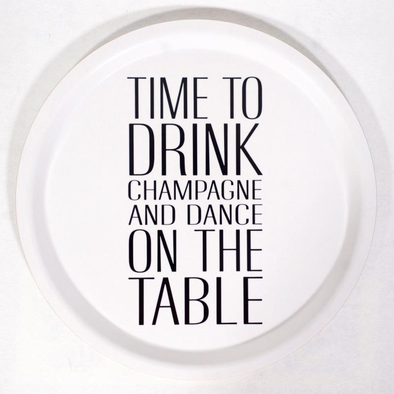 Bricka: Time to drink champagne (svart text) - Mellow Design (rund)
