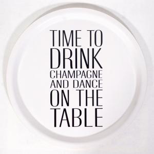 Bricka: Time to drink champagne (svart text) - Mellow Design (rund)