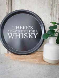 Bricka: There´s always time for a whisky - Mellow Design (rund, svart med vit text)