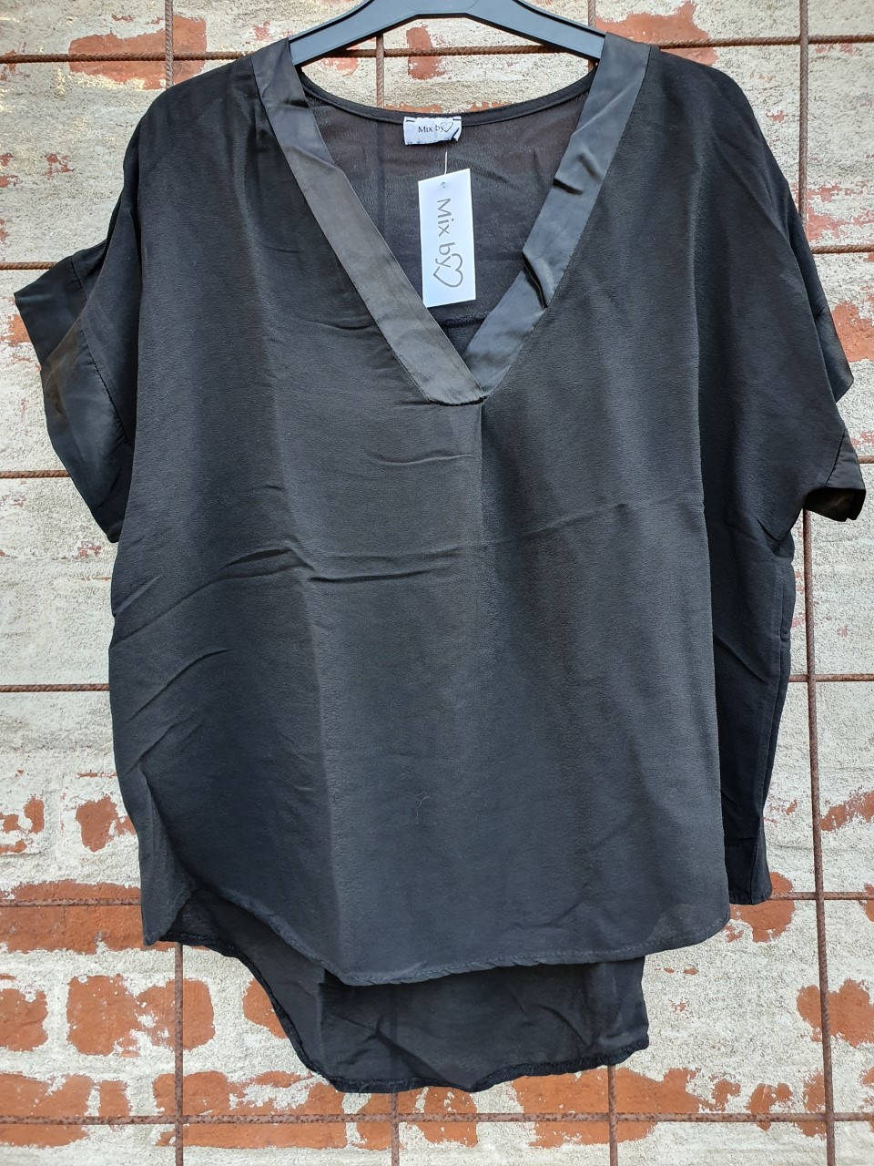 Blus med satinkant, svart - Mix by Heart