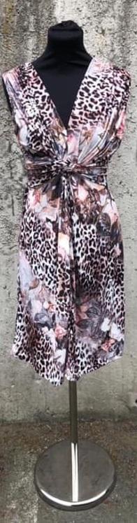 Blommig/leo klänning i kort modell - Mix by Heart