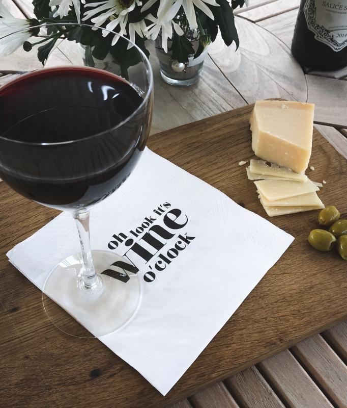 "Servett ""Oh look, it´s wine o´clock"""" - Mellow Design"