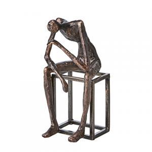 Pose, staty i antik bronsfinish (sittande på kub - framåt) - Affari
