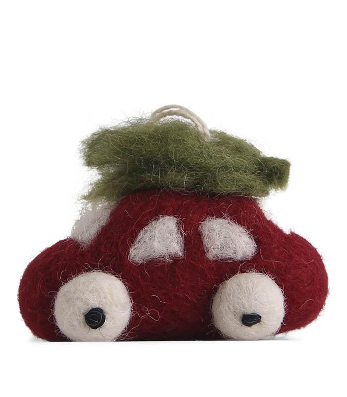 Tovad liten röd bil med julgran på taket - En Gry & Sif