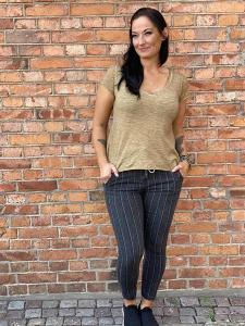 T-shirt Tuva Senap, V-ringad - Mix by Heart
