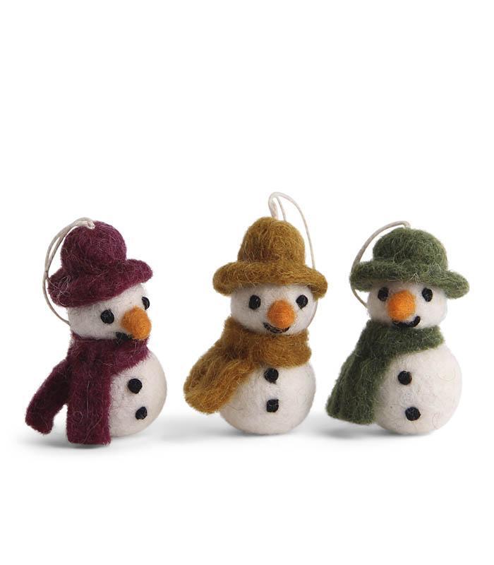 Tovade snögubbar med hatt och halsduk, vin/senap/grön (set om 3) - En Gry & Sif