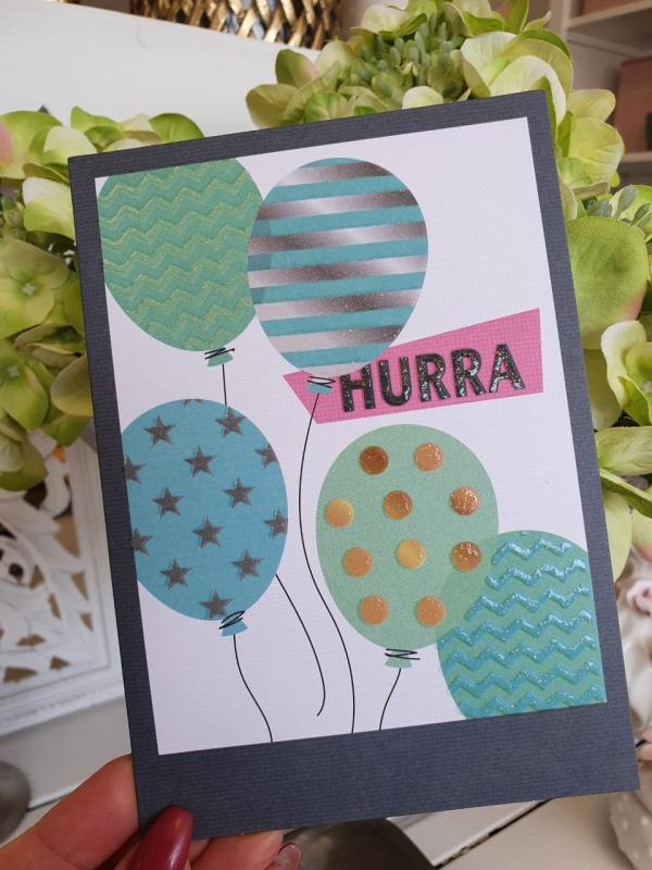Kort med ballonger och text: HURRA, från Pictura