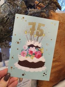 75 - Kort med guldiga siffror och en härlig tårta, Pictura