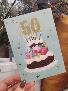 50 - Kort med guldiga siffror och en härlig tårta, Pictura