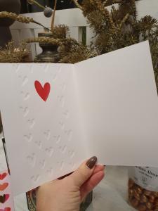 Puss & Kram, Kort med vita hjärtan och ett rött metallic-hjärta, Pictura