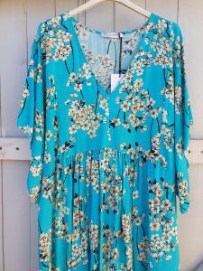 Lång klänning, turkose med blommönster - Rough & Rose
