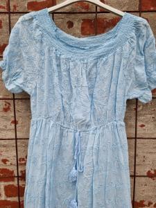 Ljusblå spetsklänning - Rough & Rose