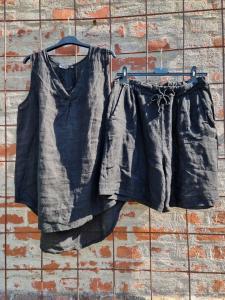 Shorts i 100% linne, svarta - Rough & Rose