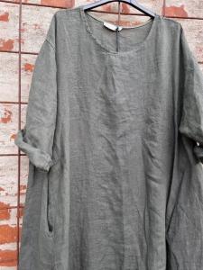 Lång linneklänning med fickor, armygrön - Rough & Rose