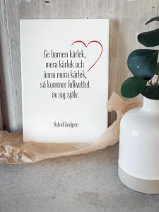 Tavla, Ge barnen kärlek... (A5) - Mellow Design