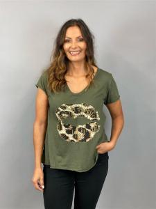 T-Shirt, A-modell med läppar, Army (Tuva) - Mix by Heart