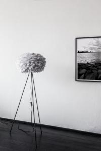 UMAGE Lampstativ Golvmodell - Tripod, Svart