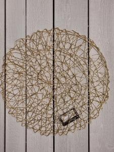 Bordsunderlägg Solbacka Guld - dia: 38 cm