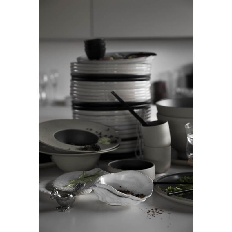 By On Egg Cup Squirrel. En härlig silverfärgad äggkopp 5,3x9 cm av tenn i form av en ekorre från ByOn som livar upp frukostbordet