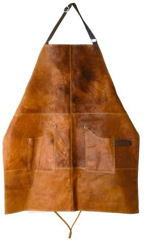Gör ett proffsigt intryck och imponera i köket eller vid grillen med ett exklusivt skinnförkläde, läderförkläde Scandinavian home av vaxad buffelläder med ficka för den kalla drycken