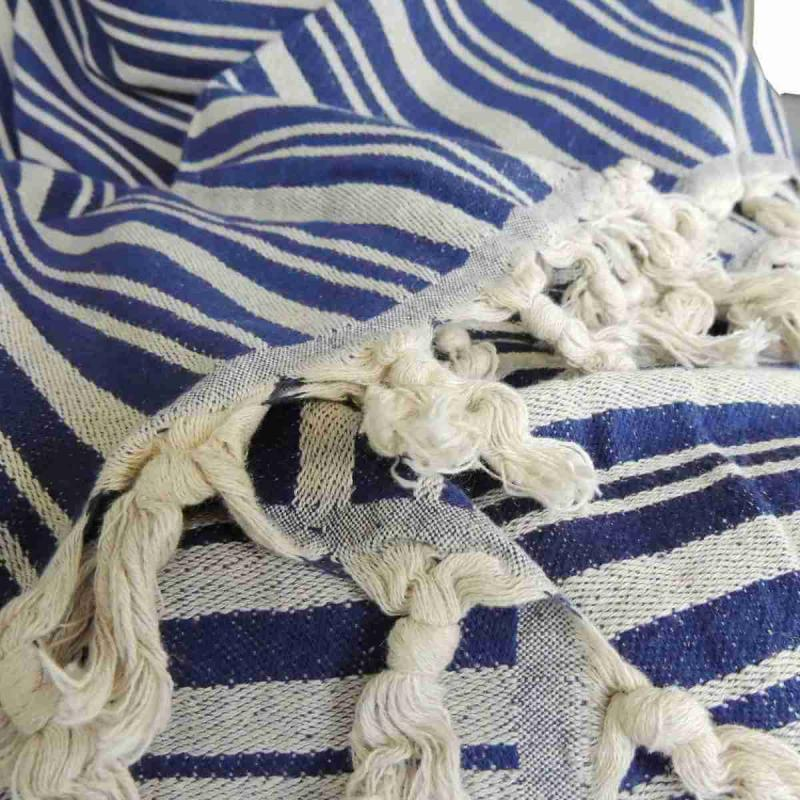 TALES is a wonderful blue hand-woven blanket of 50% linen and 50% cotton. The throw is very decorative as a bedspread, but also nice as a tablecloth or drapery.