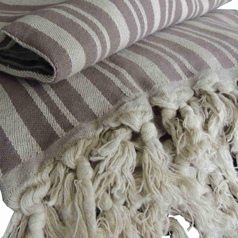 TALES is a wonderful brown hand-woven blanket of 50% linen and 50% cotton. The throw is very decorative as a bedspread, but also nice as a tablecloth or drapery.
