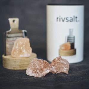 Presentset RIVSALT Himalaya saltsten, rivjärn och bordsställ av ek