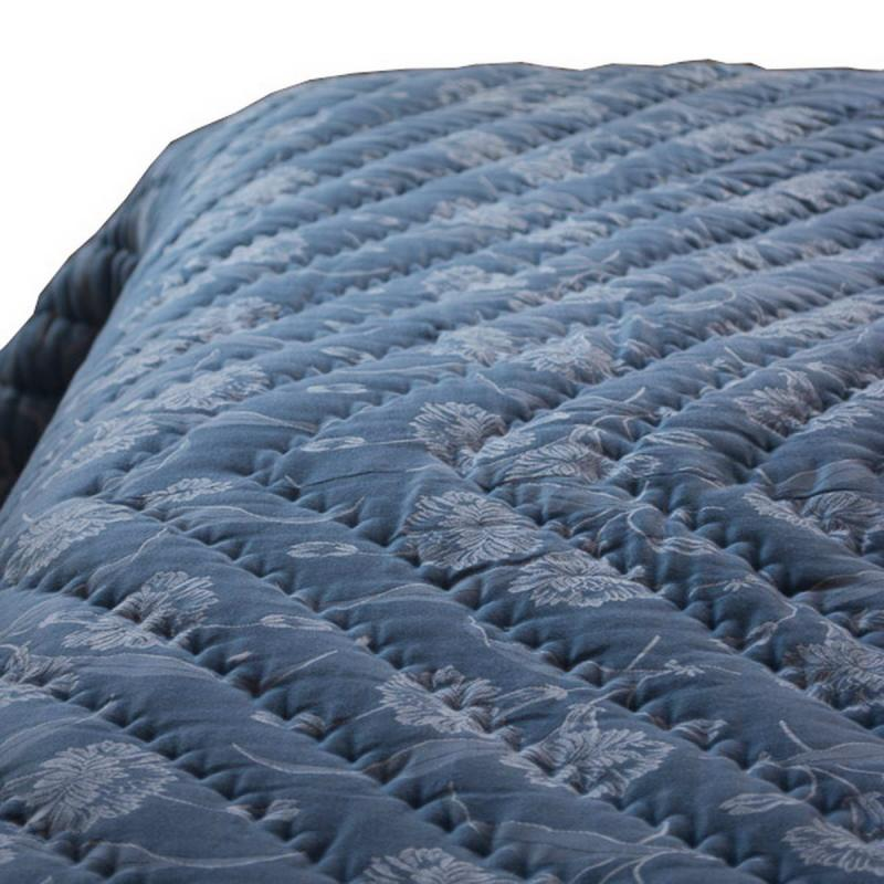 Quilted bedspread double bed