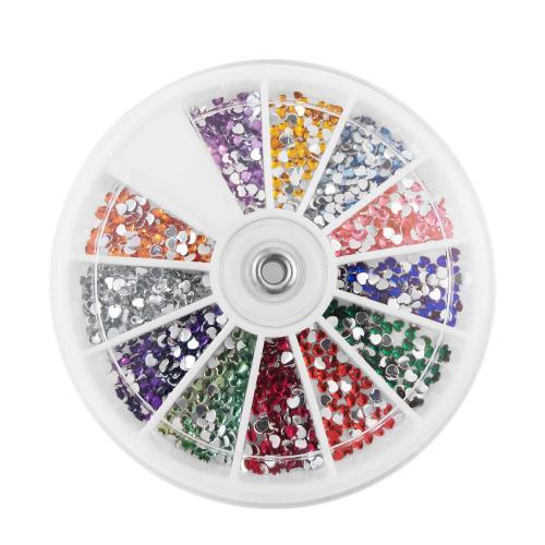 Vit dosa med hjärtformade nageldekorationer / strass / rhinestones i olika färger,  sorterade i 12 fack. Valentine nail art.