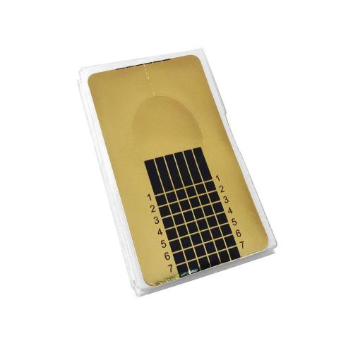 20 stycken guldfärgade nagelmallar med lim på baksidan.
