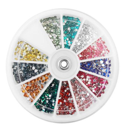 Vit dosa med  runda nageldekorationer / strass / rhinestones i olika färger.