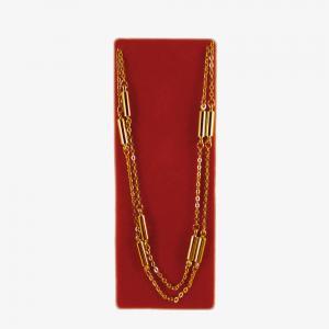 Guldfärgat halsband med 9 cylinderformade magneter.