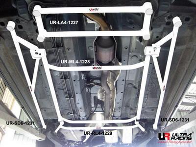 Nissan X Trail 2.0 08+ UltraRacing 2x 3-Punkts Golvstag