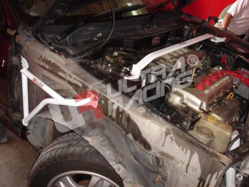 Nissan Sunny 91-94 B13 UltraRacing Främre Fjäderbensstag