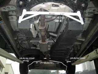 Toyota Previa 06+ 3.5 UltraRacing 4-Punkts Främre H-Stag 1022