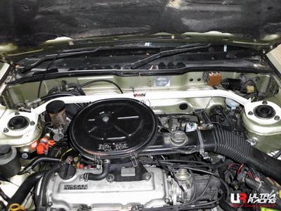 Nissan Bluebird 89-93 U12 1.8 UltraRacing Främre Fjäderbensstag