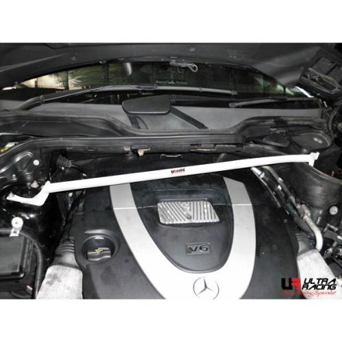 Mercedes ML 3.5 W164 RHD 05-11 UltraRacing Främre Fjäderbensstag