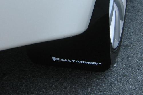 08-16 EVO X UR Svarta Stänkskydd Vit Logo Rally Armor