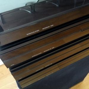 Beosystem 7000 Black Edition mukaan lukien Master Control Panel