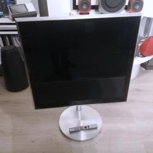 Beovision 10-32 MK3 Including Floor Stand