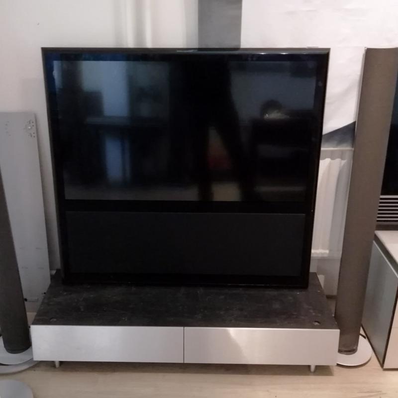 Beovision 14-40 UHD 4K Pianolack svart